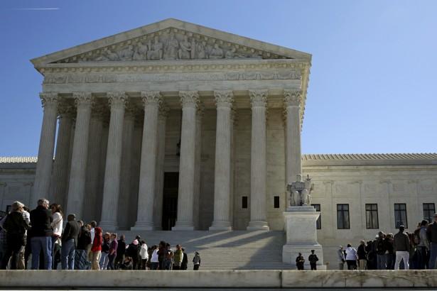 People line up to visit U.S. Supreme Court after split 4-4 decision in first major case after Scalia death in Washington